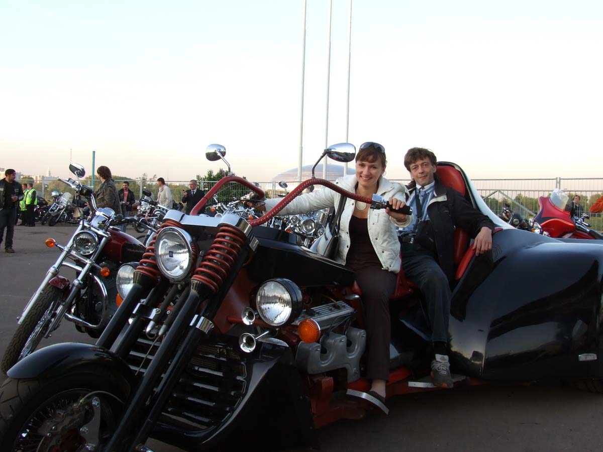 Я с Оксаной на монстре Полумотоцикл-ПолуДайтона