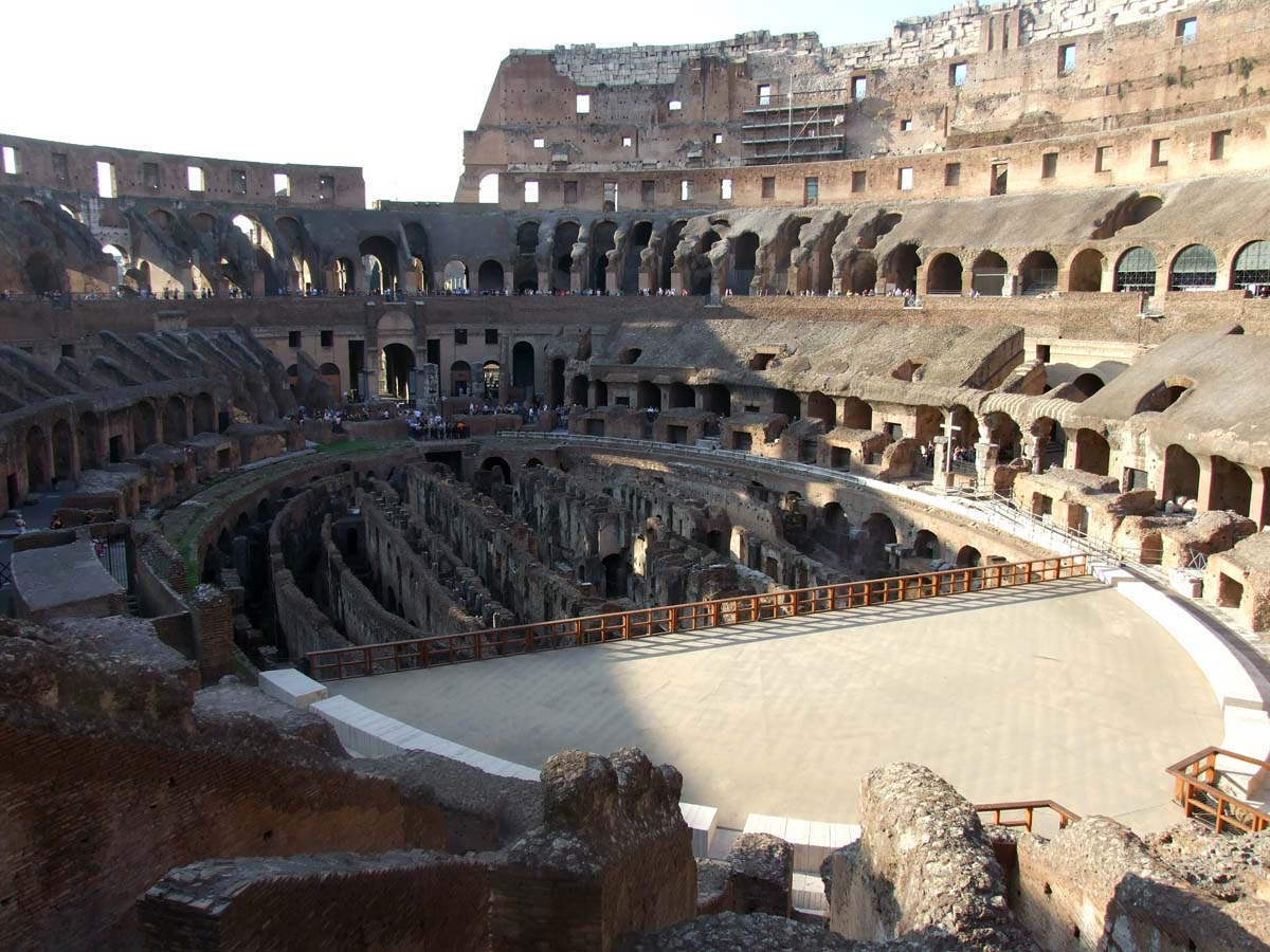 Вид на арену с верхнего этажа Колизея