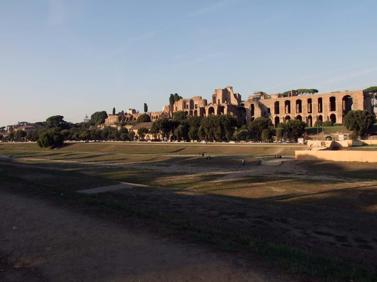 Цирк Массимо и Императорские дворцы Палатине (на заднем плане)