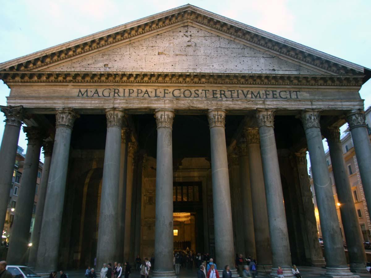 Пантеон - место захоронения останков известных художников и членов королевских семей Италии