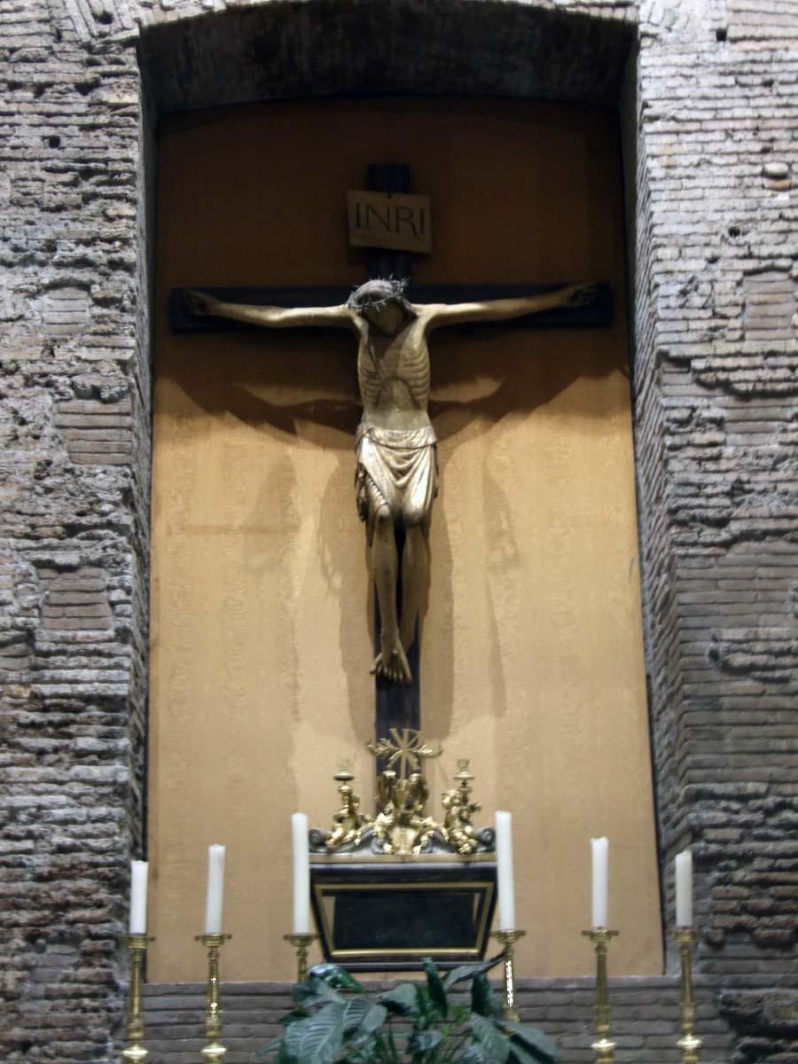 Одна из скульптур Пантеона - Иисус на кресте