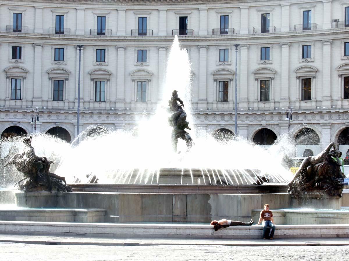 Фонтан Наяды на площади Республики