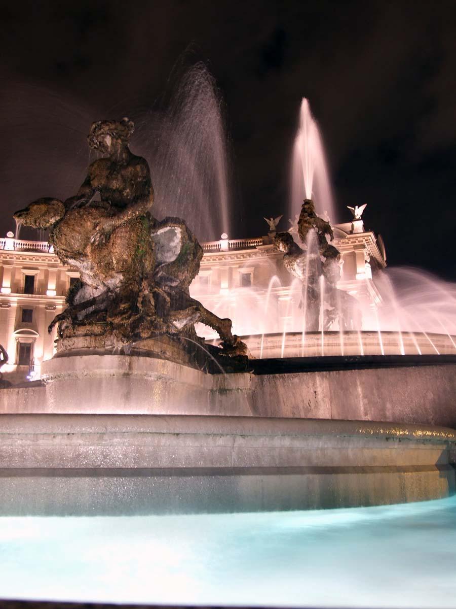 Фонтан Наяды на площади Республики (ночью)