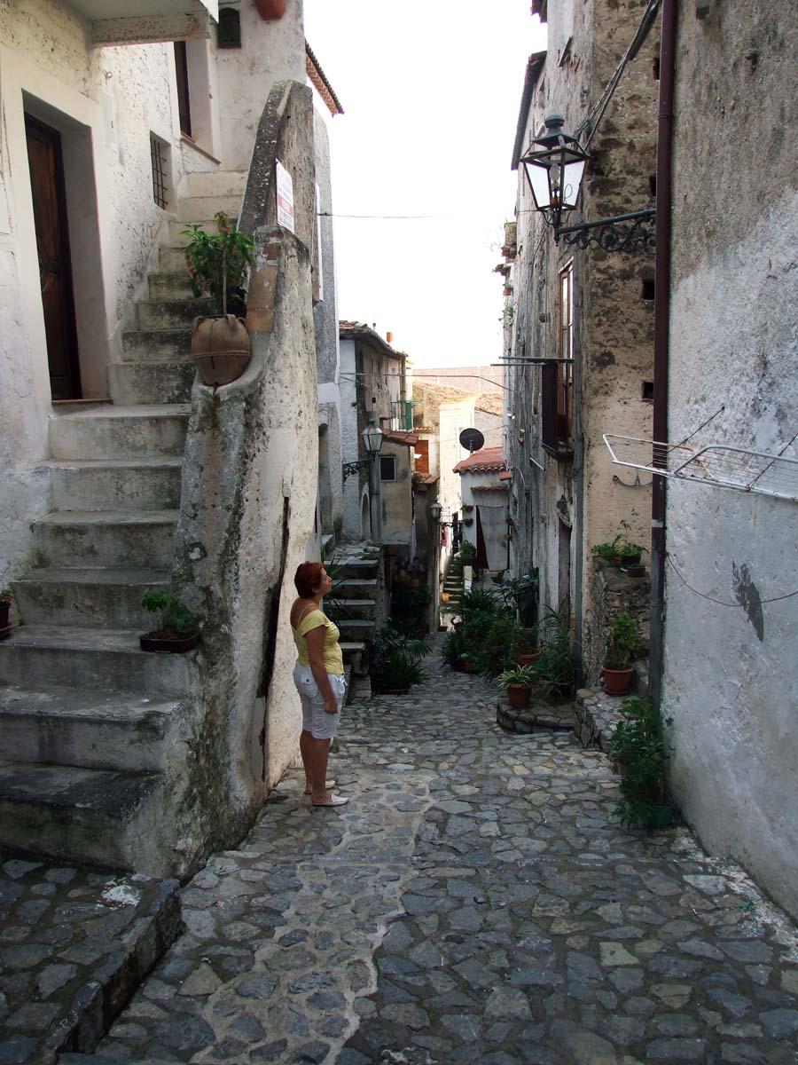 На одной из узких улиц старого города