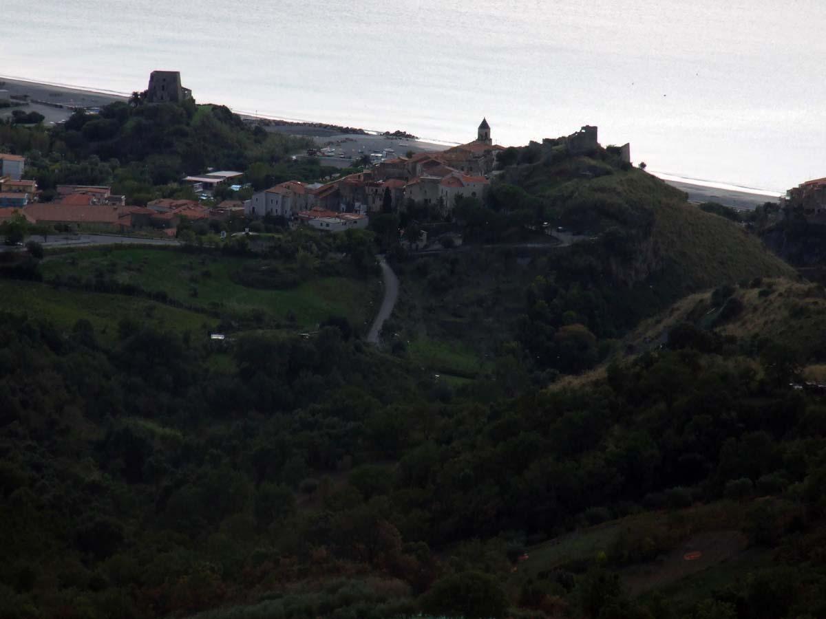 Вид с горы на старую часть города Скалея