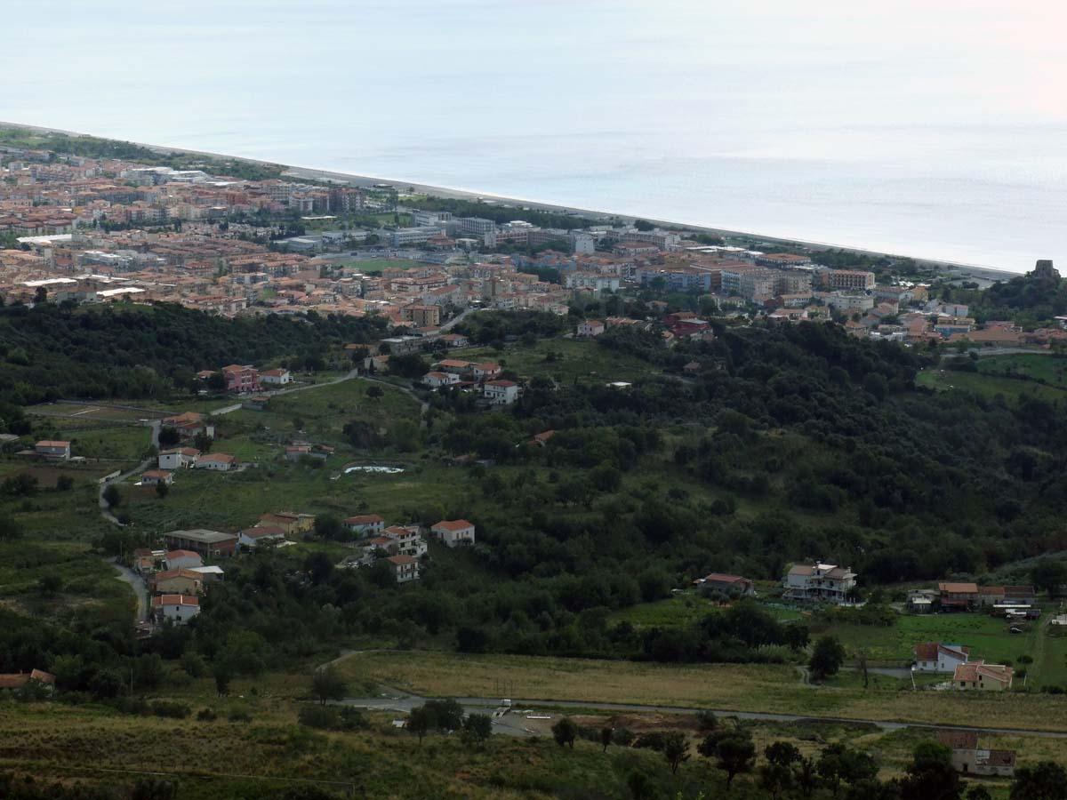 Вид с горы на город Скалея