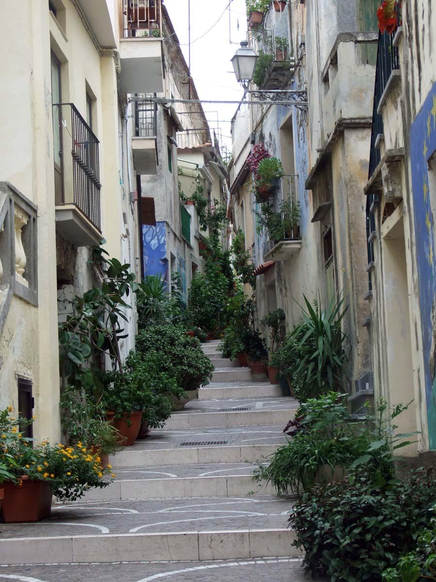 В этих живописных узких улицах города и упражняются художники в искусстве Муралес